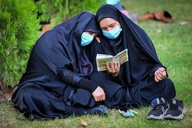 قرائت دعای عرفه در بهشت زهرا (س)