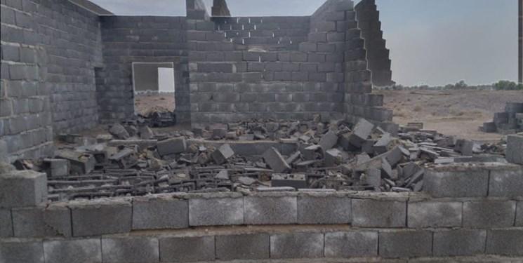 خسارت طوفان به  روستاهای لیردف و جاسک/ قطع برق و خرابی چند منزل مسکونی + عکس