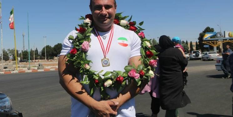 استقبال از قهرمان پاورلیفتینگ آسیا در زرند