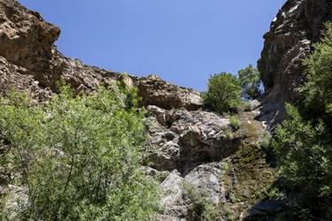 ابشار دره وزباد در مسیر کوهپیمایی  گلابدره