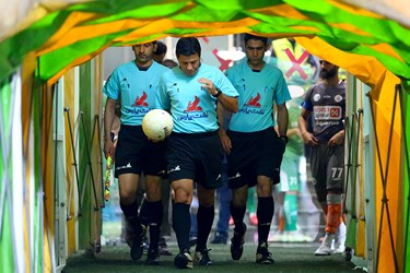 ورود تیم داوری دیدار تیمهای سایپا و آلومینیوم اراک از هفته بیست و نهم مسابقات لیگ برتر