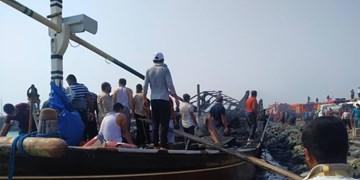 حریق در اسکله صیادی کنگ/ 3 لنج در آتش سوختند+فیلم