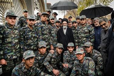 عکس سربازان با امام جمعه تبریز در حاشیه نماز جمعه تبریز