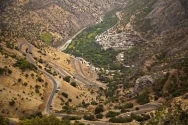 نمایی از جاده  و روستای بلبر منطقه هورامان