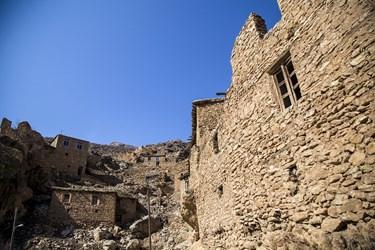 معماری پله کانی و بافت سنگی خانه های  روستای پالنگان منطقه هورامان