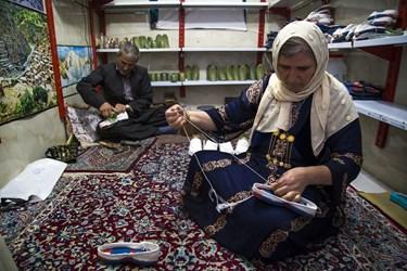 کلاش، گیوه محلی یا همان پایافزار دستساز مختص استان کردستان است که از الیاف طبیعی ساخته میشود.قدمت بافت گیوه در بین مردم هورامان به یکهزار سال پیش برمیگردد.