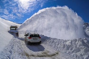 گردنه ژالانه در منطقه هورامان سروآباد در کردستان محور ارتباطی شهرهورامان تخت و ۱۰ روستای تابعه آن با ۱۲ هزار نفر جمعیت است. بارش شدید برف در این گردنه گاه به ۱۰ متر نیز می رسد.
