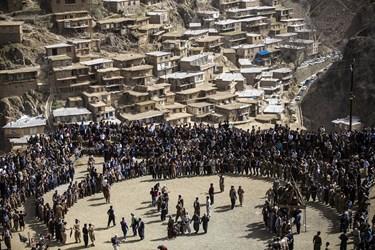 مراسم نوروز روستای تنگیسر مردم خون گرم و پرتلاش این روستا مانند سایر اهالی کردستان هر ساله نوروز را با حضوری پر شور و گرم جشن گرفته و به پایکوبی و رقص می پردازند.