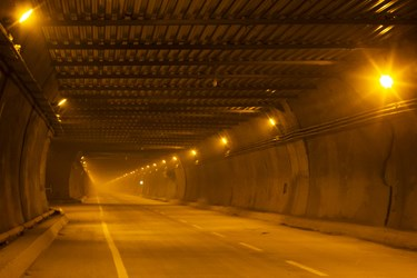 آمادهسازی بخش شرقی تونل البرز، طولانیترین تونل خاورمیانه توسط کارگران جهت بهرهبرداری آزمایشی
