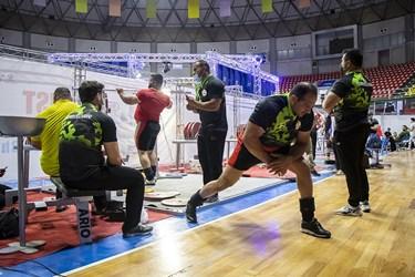 محل تمرین و گرمکردن وزنهبرداران حاضر از کشورهای مختلف در  مسابقات پاورلیفتینگ جام باشگاههای جهان