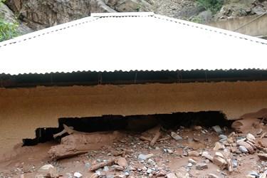 تخریب دیوار ساختمان در مسیر رود