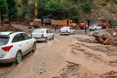 جاده چالوس و عبور خودروها از منطقه سیلابی