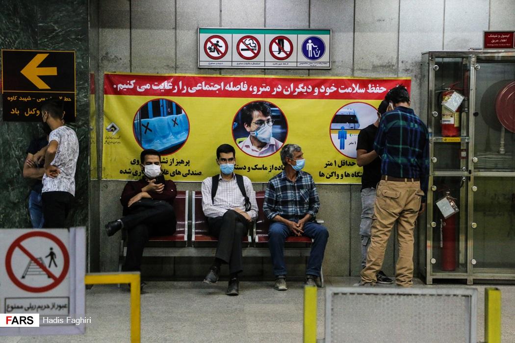 عدم رعایت فاصله اجتماعی در ایستگاه مترو شریعتی مشهد