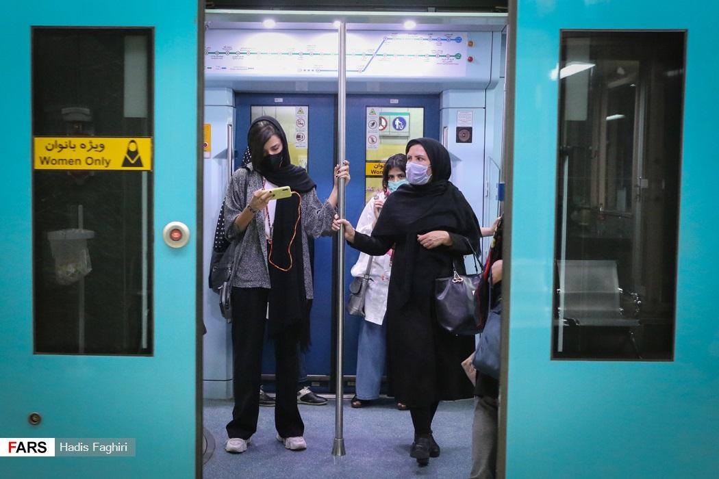 در وسایل نقلیه حمل و نقل عمومی تراکم جمعیت به گونه ای است که امکان انتقال کرونا بین افراد بسیار محتمل است. با شیوع موج پنجم کرونا و پیدایش ویروس مسریتر کرونا دلتا پلاس هندی لزوم اجرای پروتکل های بهداشتی بیش از پیش ضروری است.
