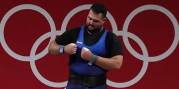 فیلم/اهدای مدال نقره به علی داوودی در وزنه برداری سنگین وزن