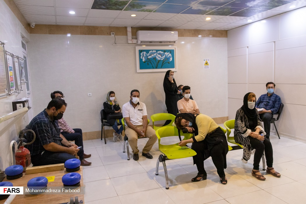 همراهان بیماران کرونایی بیمارستان حضرت علی اصغر(ع) شیراز