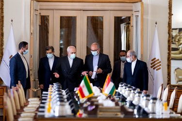 ورود محمد جواد ظریف به سالن وزارت امور خارجه برای دیدار با وزیر امور خارجه کویت