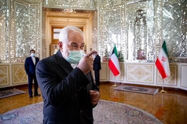 محمد جواد ظریف  وزیر امور خارجه ایران در حاشیه دیدار با وزیر امور خارجه کویت