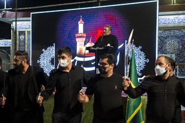 مداحی حاج کاظم غفار نژاد در مراسم رژه شاه حسین گویان هیئت رایة الرضا (ع) در آستان مقدس امامزاده صالح (ع)
