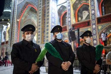 رژه شاه حسین گویان هیئت رایة الرضا علیه السلام  در  مراسم سیاهپوشان  در آستان مقدس امامزاده صالح (ع)