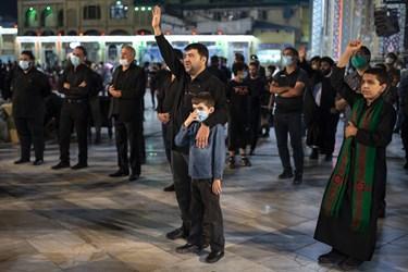 حاج کاظم غفار نژاد مداح اهل بیت (ع) در مراسم رژه شاه حسین گویان هیئت رایة الرضا (ع) در آستان مقدس امامزاده صالح (ع)
