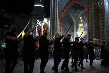 مراسم رژه شاه حسین گویان هیئت رایة الرضا (ع)  در آستان مقدس امامزاده صالح (ع)