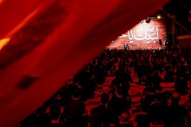 سینه زنی عزاداران حسینی(ع) در شب سوم هیئت لواءحیدرکرار