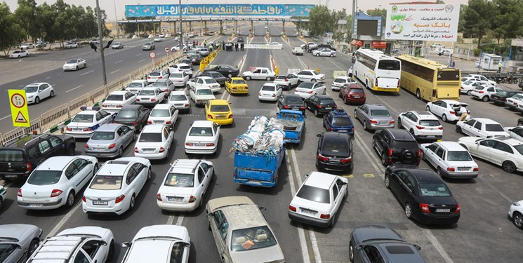 افزایش 64 درصدی تردد خودرو در جادهها/ ترافیک سنگین در آزادراه قزوین ـ تهران