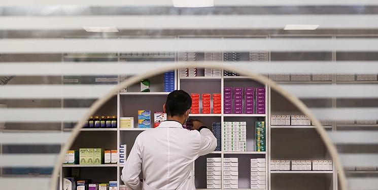 عقب نشینی «وزیر بهداشت» از شکستن انحصار داروخانهها/ توقف آیین نامه جدید مخالف شعار انحصارزدایی دولت است