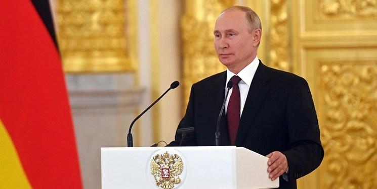 پوتین: اهتزاز پرچم روسیه در مناطق راهبردی جهان ادامه مییابد