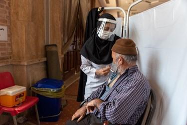 متولدین ۱۳۵۵ به قبل (۴۵ سال به بالا) میتوانند برای دریافت خدمات واکسیناسیون به این مرکز مراجعه کنند