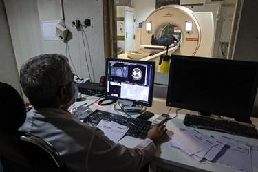 تست سی تی اسکن ریه بیماران مشکوک به کرونا در بیمارستان بقیه الله(عج)