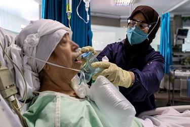 کادر درمان با تمام توان در حال خدمت رسانی به بیماران بستری در بیمارستان بقیه الله(عج)