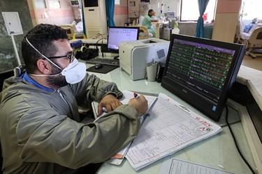 بررسی دائم علائم حیاتی بیماران کرونایی در بخش ICU بیمارستان بقیه الله(عج)