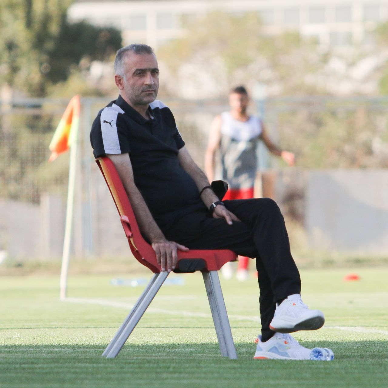 نیمکتهای جذاب و لرزان مربیان در لیگ ۲۱/ مربیان قهرمان و «سه تیمه» خانه نشین هستند