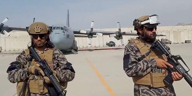 نماینده آمریکایی: طالبان شهروندان آمریکایی را در فرودگاه گروگان گرفته است