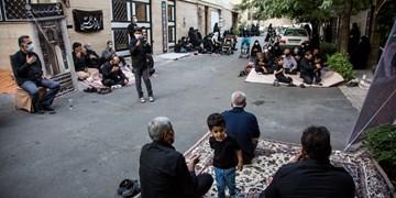 40 روز روضه مقابل خانه شهدای محله باغ فیض/ کرونا روضه را به خیابانها آورد