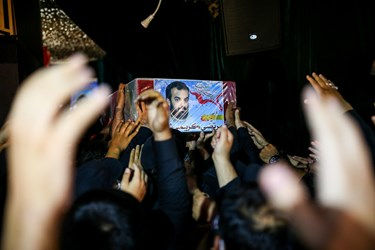 ورود پیکر شهید مدافع حرم مرتضی کریمی به معراج شهدا تهران