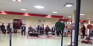 بازدید وزیر ورزش از تمرینات وزنهبرداری/مرادی: وزنهبرداری با آجر نمیتواند قهرمان شود