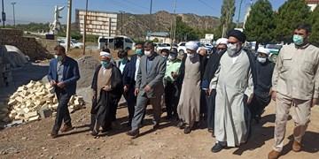 بازدید نماینده ولی فقیه در فارس از منطقه زلزلهزده سی سخت