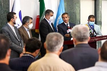 کنفرانس خبری مشترک رافائل گروسی مدیرکل آژانس بینالمللی انرژی اتمی و محمد اسلامی رئیس سازمان انرژی اتمی با حضور رسانه های داخلی و خارجی
