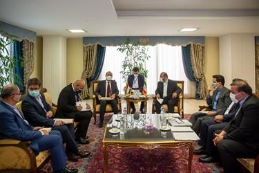 دیدار رستم قاسمی وزیر راه و شهرسازی با همتای عراقی خود در حاشیه دیدار  رئیس جمهور با نخست وزیر عراق