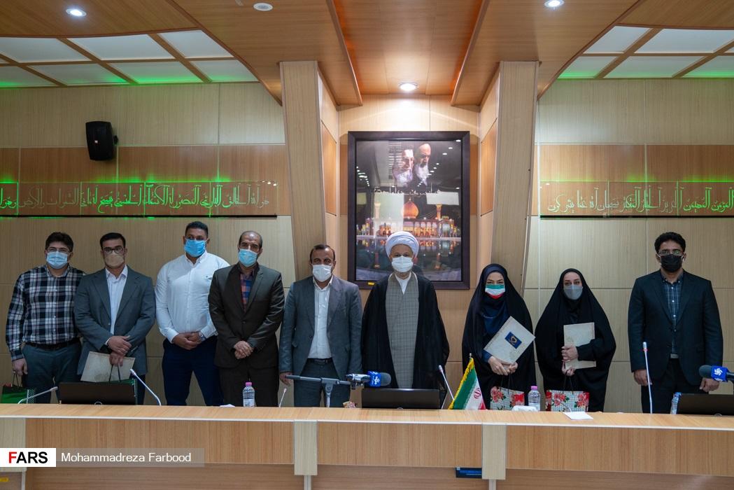 عکس یادگاردی در پایان مراسم تجلیل از ورزشکاران و مدال آوران شیرازی 2020 توکیو در سالن اجتماعات ستاد دفتر امام جمعه شیراز