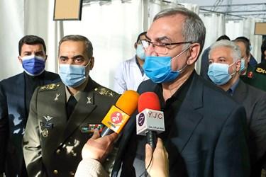 بهرام عینالهی وزیر بهداشت در جمع خبرنگاران در مراسم آغاز فاز سوم کارآزمایی بالینی واکسن فخرا