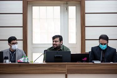 نفر وسط: عماد رحمانی کارگردان بازی «مختار؛ فصل قیام» در مراسم رونمایی از بازی «مختار؛ فصل قیام»