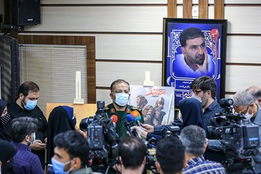 سردار سلیمانی رئیس سازمان بسیج مستضعفین در جمع خبرنگاران در مراسم رونمایی از بازی «مختار؛ فصل قیام»