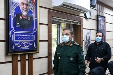 ورود سردار سلیمانی رئیس سازمان بسیج مستضعفین به مراسم رونمایی از بازی «مختار؛ فصل قیام»