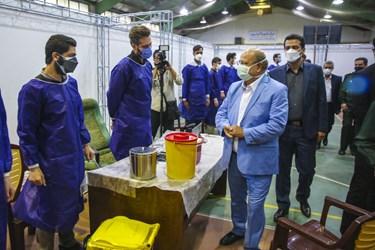 بازدید دکتر علیرضا زالی رئیس ستاد مقابله با کرونا از مرکز واکسیناسیون کرونا نیروی زمینی سپاه پاسداران