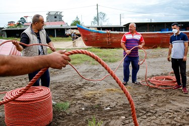 طناب هاي تازه باز شده داراي پيچ و تاب بوده و نياز است كه تاب آنها گرفته شود