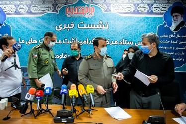 سردار بهمن کارگر رئیس ستاد مرکزی گرامیداشت  مناسبتهای ملی دفاع مقدس و مقاومت در پایان نشست در جمع خبرنگاران